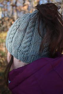 free knit ponytail hat pattern