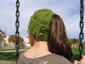 free pattern knit ponytail hat